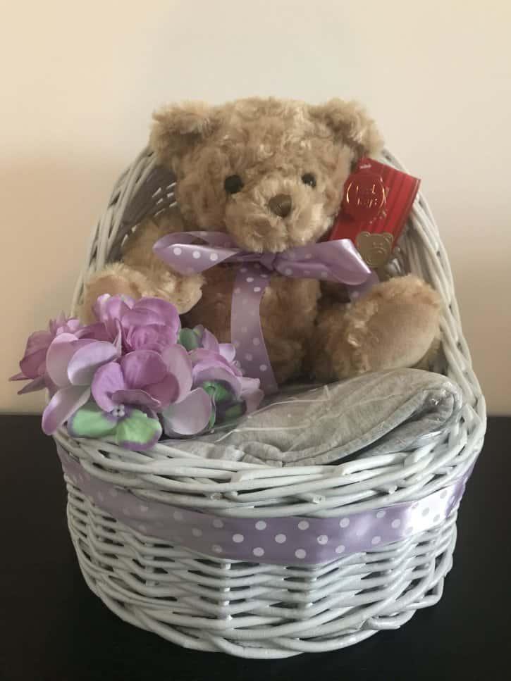 Coşuleţ cadou pentru mămica Violet